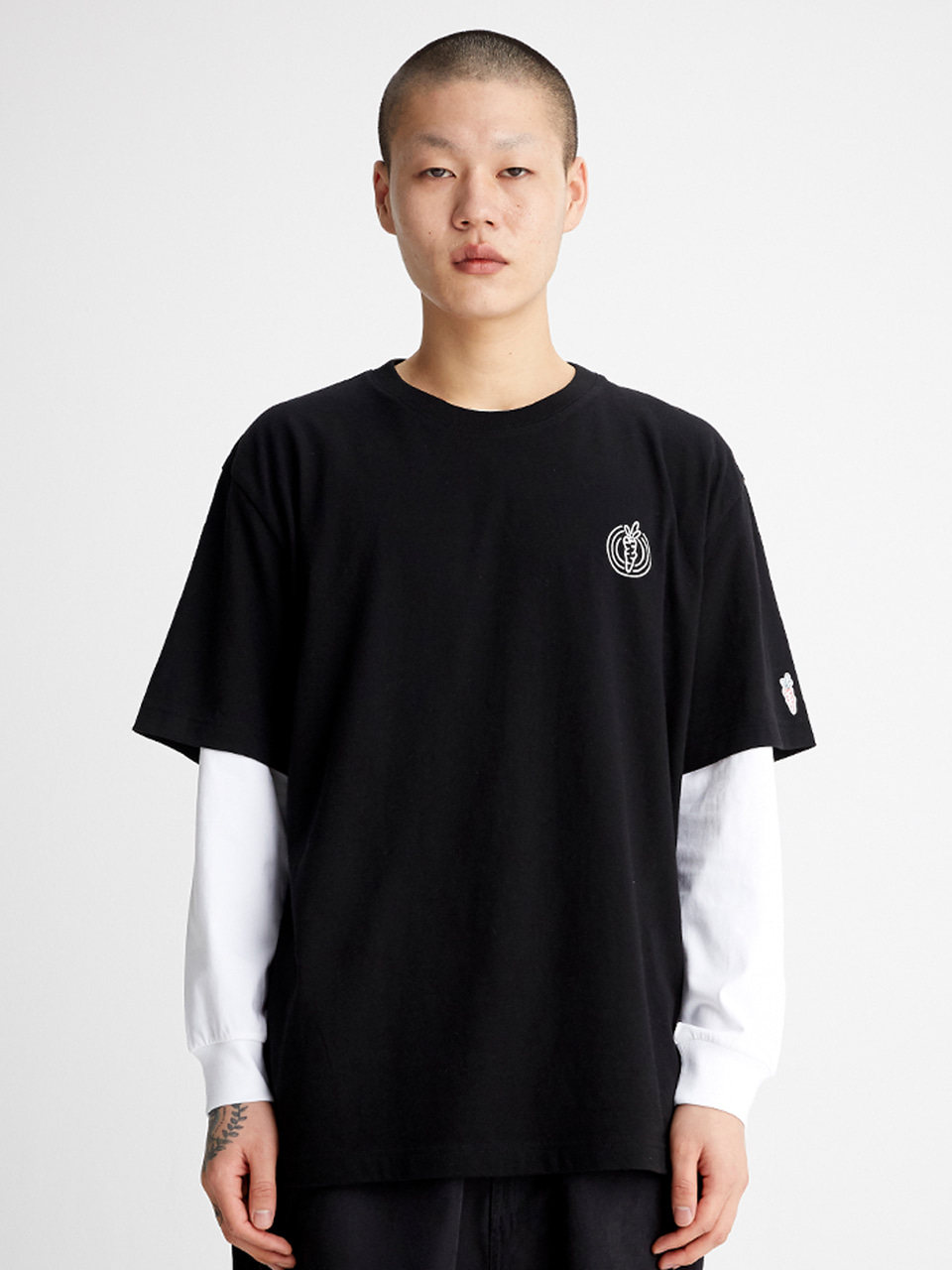 [SS20 SV X Carrots] One Point Logo T-shirts(Black) 스테레오 바이널즈[SS20 SV X Carrots] One Point Logo T-shirts(Black)