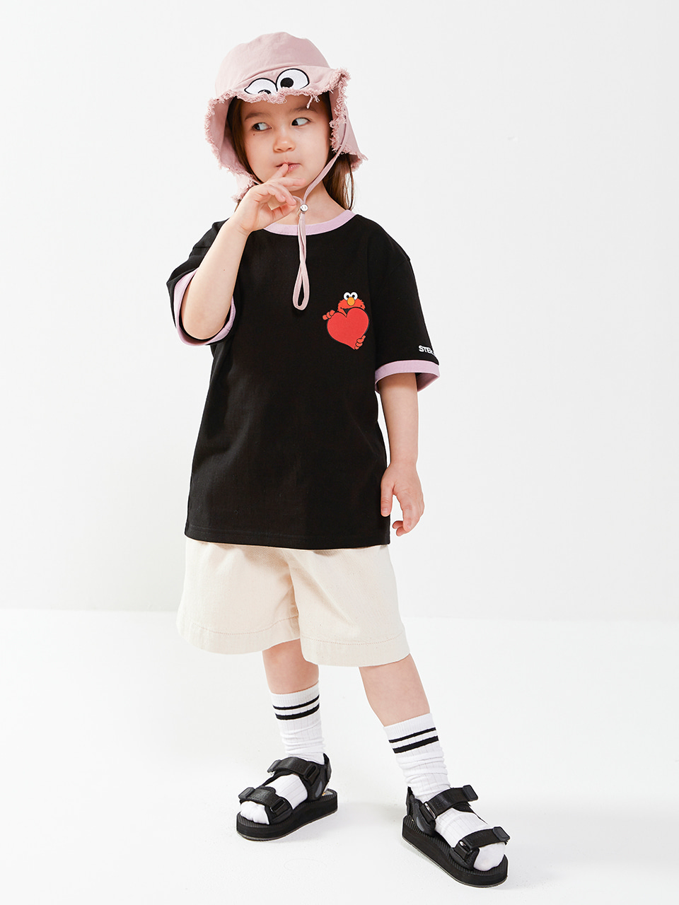 [SM20 SV X Sesame Street] Love Elmo T-shirts for Kids(Black) 스테레오 바이널즈[SM20 SV X Sesame Street] Love Elmo T-shirts for Kids(Black)